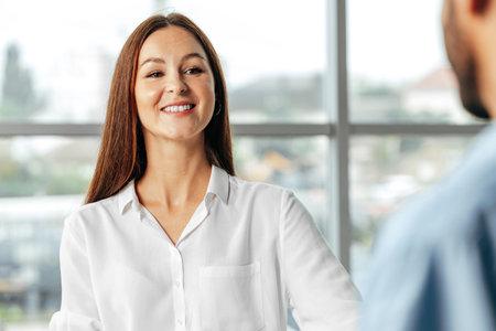 Photo pour Man and woman having a talk in office - image libre de droit