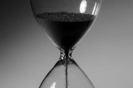 Photo pour Black and white photo of hourglass close up - image libre de droit