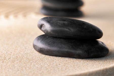 Foto de Japanese zen garden with stone in raked sand - Imagen libre de derechos