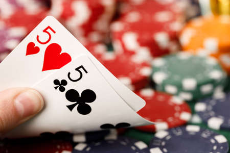 Photo pour Female hand holding playing cards in casino - image libre de droit