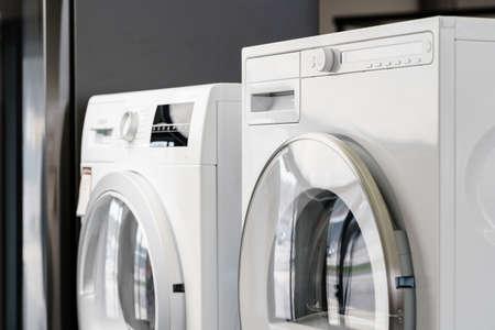 Photo pour New washing machine in a home appliances store - image libre de droit