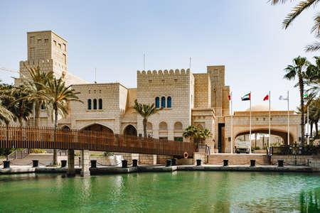 Photo pour Oriental buildings in Madinat Jumeirah, Dubai, UAE - image libre de droit