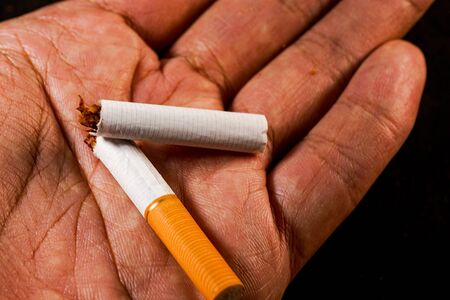 Photo pour stop smoking concept, a broken cigarette isolated against black, World Tobacco Day - image libre de droit