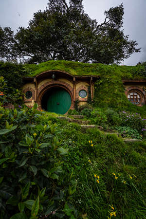 Photo pour Hobbiton movie set for The Lord of The Rings in Matamata, New Zealand - image libre de droit