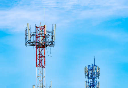 Photo pour Telecommunication tower with blue sky and white clouds background. Antenna on blue sky. Radio and satellite pole. Communication technology. Telecommunication industry. Mobile or telecom 4g network. - image libre de droit