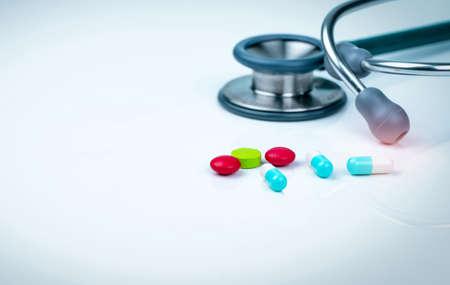 Photo pour Stethoscope, capsule, and tablets pills on doctor table desk. - image libre de droit