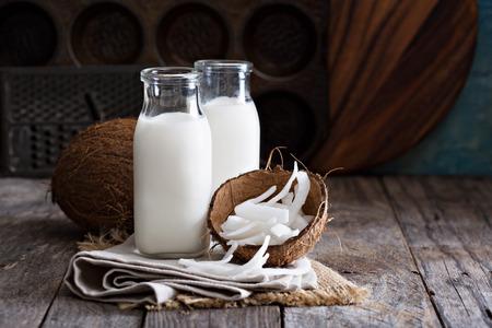 Photo pour Coconut vegan milk non dairy in different bottles with copy space - image libre de droit