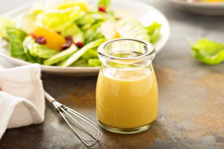 Foto de Homemade honey mustard salad dressing in a jar - Imagen libre de derechos