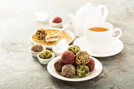 Photo pour Healthy truffles with dates and nuts - image libre de droit