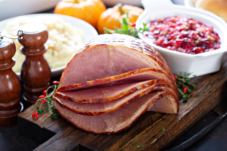 Photo pour Holiday glazed sliced ham - image libre de droit