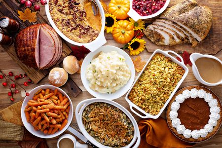 Photo pour Thanksgiving table with turkey and sides - image libre de droit