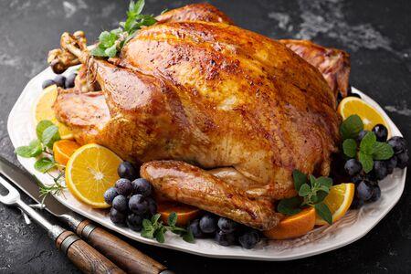 Photo pour Whole roasted turkey for Thanksgiving - image libre de droit