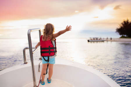 Photo pour Kids sail on yacht in sea. Child sailing on boat. Little girl in safe life jackets travel on ocean ship. Children enjoy yachting cruise. Summer vacation for family. Young sailor on sailboat front deck - image libre de droit