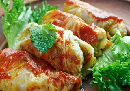 kelem dolmasi - Stuffed cabbage leaves.