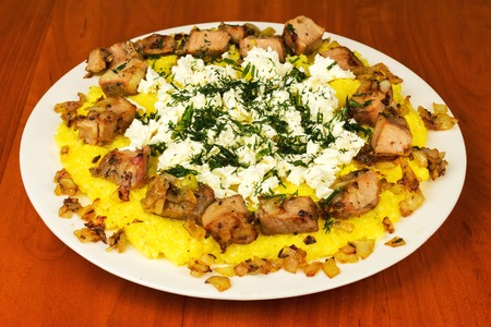 Photo pour Kulesha, mamalyga, polenta with meat and homemade cheese on the plate, traditional Urkainian and Hutsul meal - image libre de droit