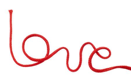 Palabra amor escrita con cuerda de color rojo