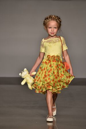 Foto per NEW YORK, NY - OCTOBER 17: A model walks runway at Olvi's Fall/Winter 2016 Runway Show during petiteParade at The Spring Studio on October 17, 2015 in NYC. - Immagine Royalty Free