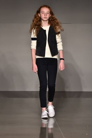 Foto per NEW YORK, NY - OCTOBER 17: A model walks runway at The New School Parsons Fall/Winter 2016 Runway Show during petiteParade at The Spring Studio on October 17, 2015 in NYC. - Immagine Royalty Free