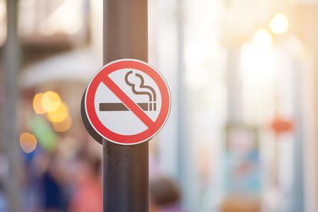 Photo pour No smoking sign background - image libre de droit