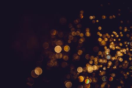 Photo pour Defocus bokeh glitter gold vintage lights dark background - image libre de droit