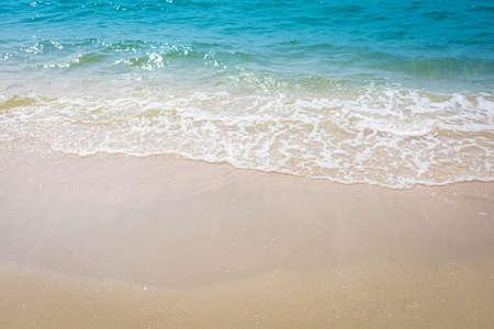 Photo pour Sand wave at the beach nature background - image libre de droit