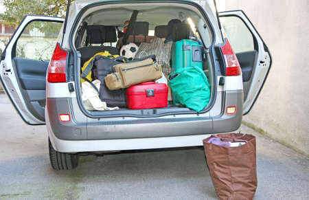 Foto per car full of luggage before departure family holiday - Immagine Royalty Free