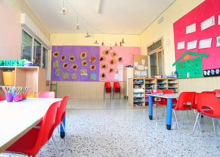Foto de inside of the kindergarten classroom with drawings on the walls - Imagen libre de derechos