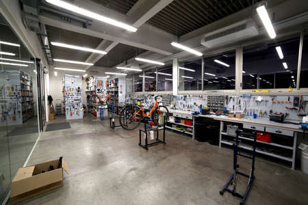 large and well-organized mechanical workshop for the maintenance and fine tuning of bicycles