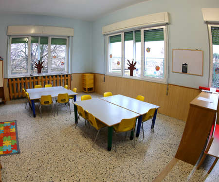 Photo pour inside a school classroom without children with colorful plastic chairs and small tables - image libre de droit