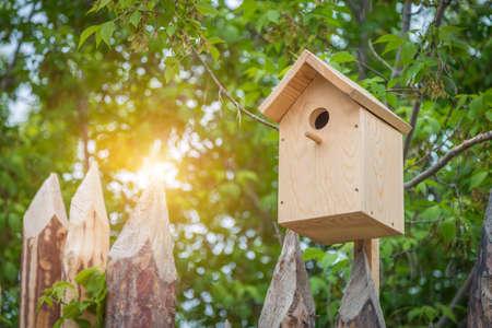 Photo pour front view wooden nesting box close up - image libre de droit