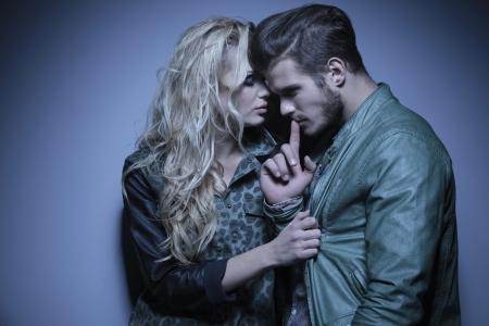Foto de young fashion woman embracing her thoughtful boyfriend - Imagen libre de derechos