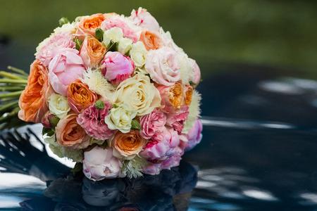 Foto de Wedding beautiful bridal bouquet of natural flowers, closeup with blurred background - Imagen libre de derechos