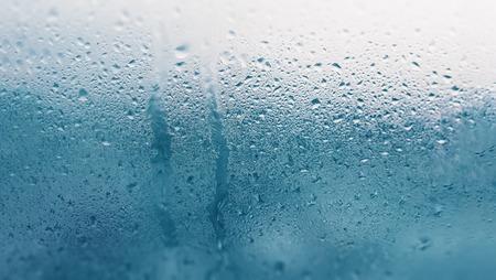 Foto de Detail of moisture condensation problems, hot water vapor condensed on the cold glass close up - Imagen libre de derechos