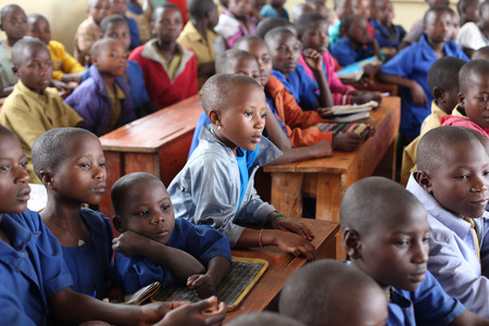 Photo pour School class full of children, Africa - image libre de droit