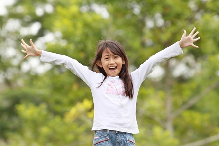 Photo pour young girl smiling and raise her hands having fun outdoor - image libre de droit