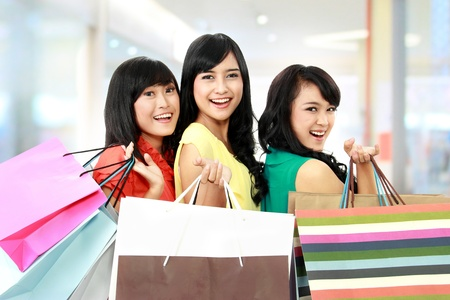 Foto de asian woman shopping with friends together isolated on white background - Imagen libre de derechos
