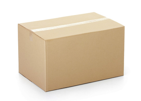 Photo pour Closed cardboard box taped up and isolated on a white background. - image libre de droit