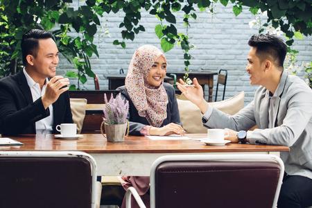 Photo pour portrait of creative business people teamwork meeting at cafe - image libre de droit