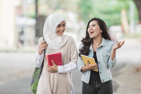 Foto de Happy two asian students friend walking on campus - Imagen libre de derechos