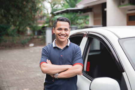 Foto de standing in front of car. male taxi driver - Imagen libre de derechos