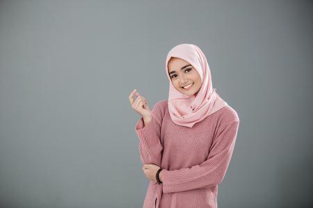 Photo pour Attractive asian muslim woman - image libre de droit