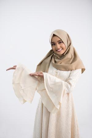 Photo pour Young muslim woman - image libre de droit