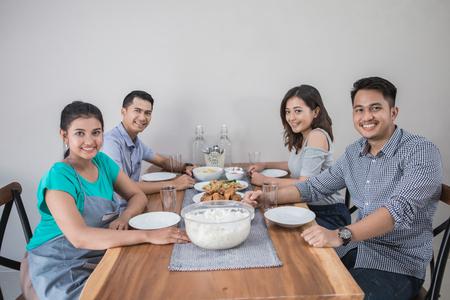 Photo pour group of asian people having lunch - image libre de droit
