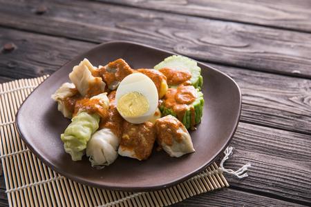 Foto für siomay. traditional indonesian food with peanut sauce. dumpling - Lizenzfreies Bild