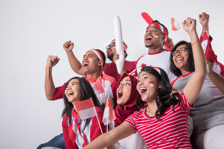 Photo pour indonesian supporter watching with excitement - image libre de droit
