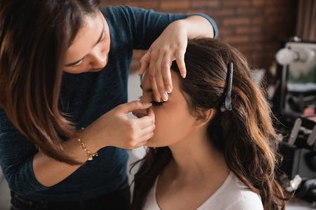 Photo pour woman having make up applying by artist - image libre de droit