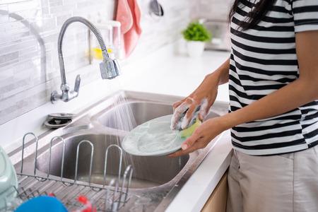 Photo pour hand washing a plate on a sink - image libre de droit