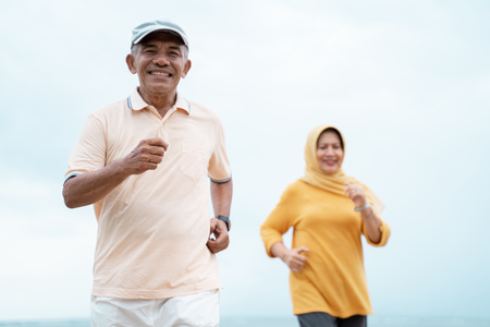 Photo pour muslim old couple workout and running at the beach - image libre de droit