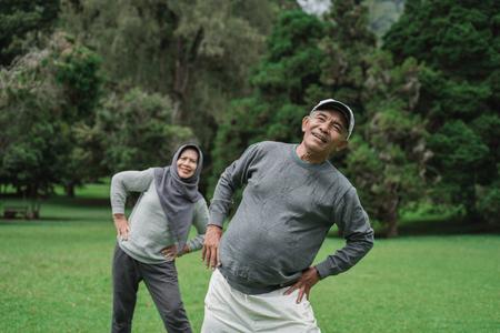 Foto de two senior man and woman doing some stretching - Imagen libre de derechos