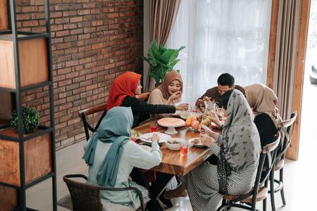Foto de muslim family break fasting together - Imagen libre de derechos